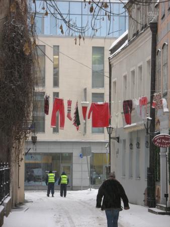 Переулок в  предновогодней Риге